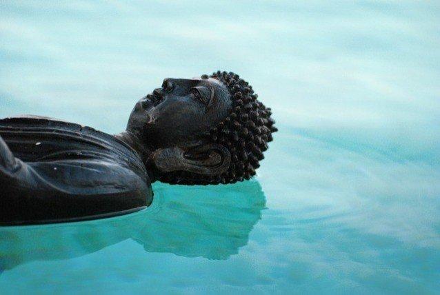 Buddha auf Wasser