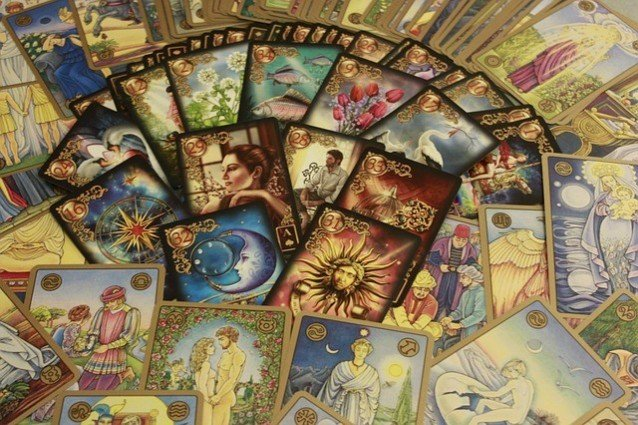 Kartenlegen lernen mit Tarot-Karten